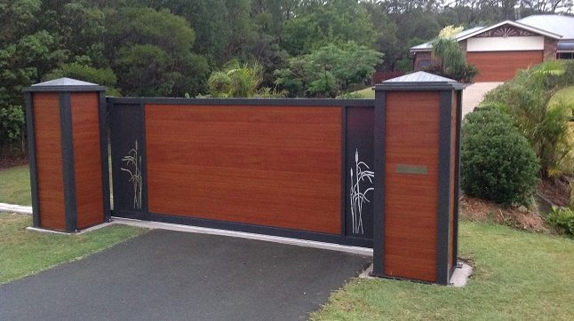 Knotwood Sliding Gate and Pillars